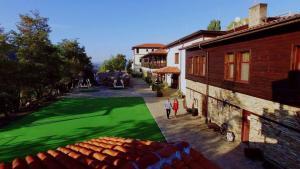 Деца, отседнали в Хотелски Комплекс Планински Изглед