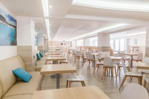 A restaurant or other place to eat at Hotel Gracia