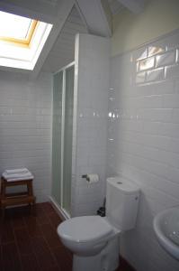 A bathroom at Pensión Arbidel