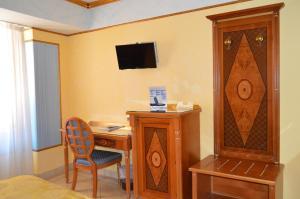 Coffee and tea-making facilities at Hotel Il Principe