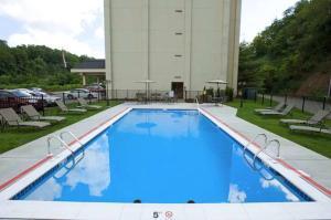 The swimming pool at or near Hampton Inn Pittsburgh Greentree