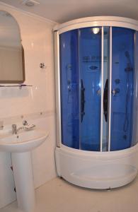 A bathroom at Kozatska Zastava