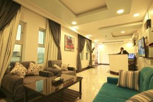 O lounge ou bar de AL Aknan Apartments (Families Only)