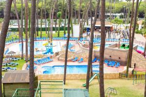 Бассейн в AluaSun Marbella Park или поблизости