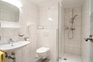 A bathroom at Hotel Garni Siegele