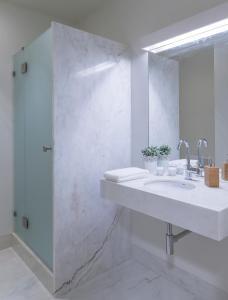 A bathroom at República Bed & Breakfast