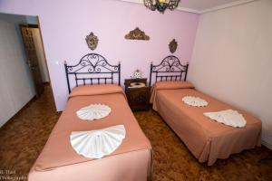 A bed or beds in a room at Hostal Camino de Santiago
