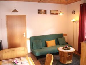 Ein Sitzbereich in der Unterkunft Fewo Benedikta
