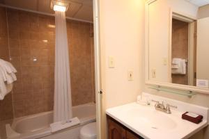 Ванная комната в St Andrews Inn & Suites