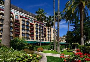 A garden outside Parco dei Principi Grand Hotel & SPA