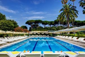 The swimming pool at or near Parco dei Principi Grand Hotel & SPA