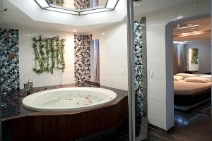 A bathroom at Hotel Itaoka (Adults Only)