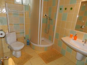 A bathroom at Apartmány Horalka