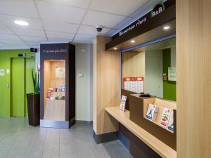 The lobby or reception area at B&B Hôtel Montpellier Centre Le Millénaire