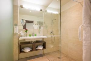 A bathroom at Sentido alpenhotel Kaiserfels