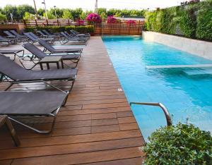 Het zwembad bij of vlak bij Hotel Volga