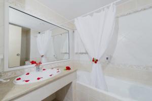Een badkamer bij Delphin Resort Monastir