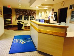 The lounge or bar area at Microtel Inn & Suites by Wyndham Syracuse Baldwinsville