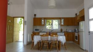 A kitchen or kitchenette at Papas Villa 3