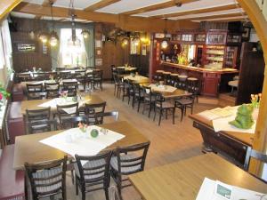Ein Restaurant oder anderes Speiselokal in der Unterkunft Gasthaus Dubkow Mühle