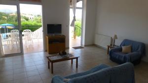 A seating area at Papas Villa 3