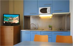 Een keuken of kitchenette bij AQUA Hotel Nostre Mar Apartments