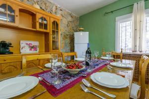 Un restaurante o sitio para comer en Casa Jurinea
