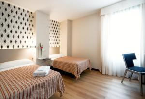 A bed or beds in a room at Hotel Plaza Santa Lucía