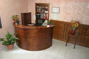 The lobby or reception area at Hotel Regina