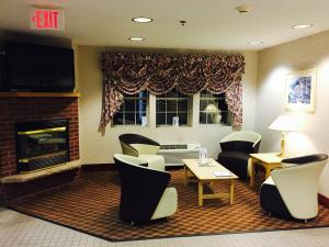 A restaurant or other place to eat at Microtel Inn & Suites by Wyndham Syracuse Baldwinsville