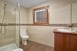 A bathroom at Ca la Lola