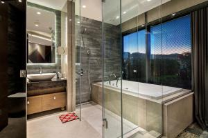 A bathroom at DoubleTree by Hilton Istanbul - Piyalepasa