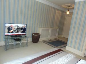 A television and/or entertainment center at Roseview B&B Rhyl