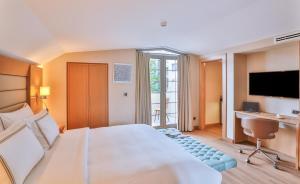 سرير أو أسرّة في غرفة في فندق أدا سويتس نيسانتاسي