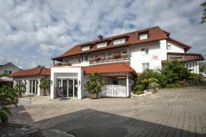 """Hotel & Restaurant """"Am Obstgarten""""外觀或入口"""