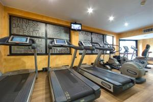 The fitness centre and/or fitness facilities at Meliá Milano
