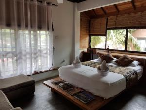 A bed or beds in a room at Highbury Colombo