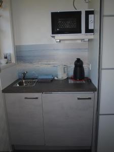 A kitchen or kitchenette at B&B De Domburcht