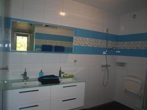 A bathroom at B&B De Domburcht