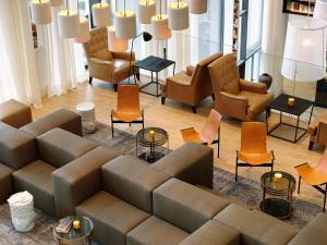 A seating area at Hotel Camiral at PGA Catalunya