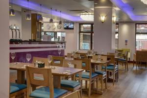 A restaurant or other place to eat at The Airlink Hotel London Heathrow