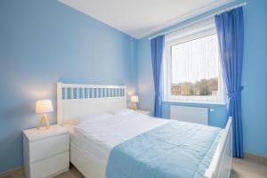 Łóżko lub łóżka w pokoju w obiekcie Apartamenty Bursztynowe Komnaty