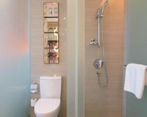 A bathroom at Mercure Singapore Bugis (SG Clean)