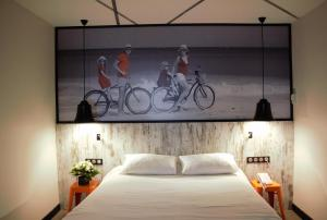 A bed or beds in a room at ibis Styles Dinan Centre Ville