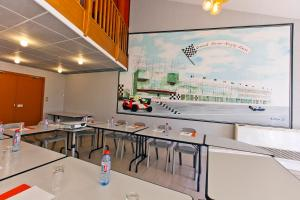 A kitchen or kitchenette at Citotel Hotel Du Circuit
