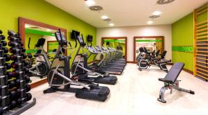 The fitness centre and/or fitness facilities at Hampton by Hilton Warsaw City Centre