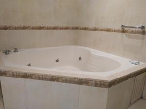 A bathroom at Hotel A&B Internacional