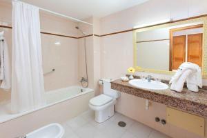 Een badkamer bij Blue Sea Apartamentos Costa Teguise Beach