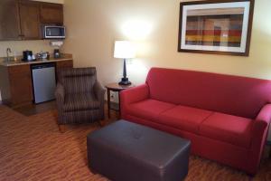 The lounge or bar area at Hampton Inn Altoona