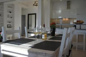 Restauracja lub miejsce do jedzenia w obiekcie Apartament Krakowska